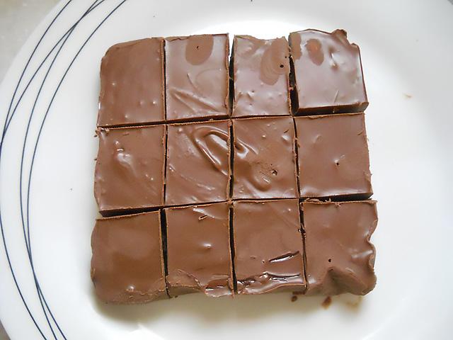 Λαχταριστο γλυκο nutella με τρια υλικα χωρις ψησιμο!