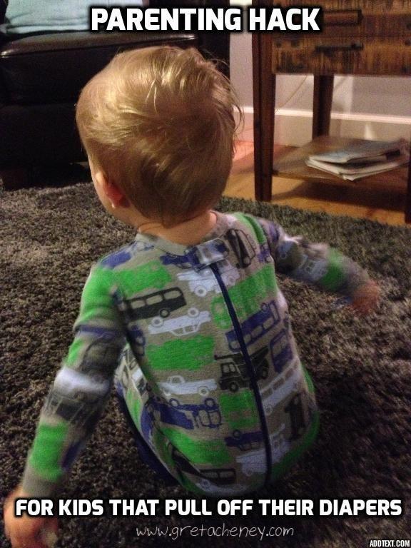 Εάν δεν μπορείτε ακόμη και με το παιδί σας το τράβηγμα από την πάνα τους, δοκιμάστε να βάλετε onesie τους ανάποδα.