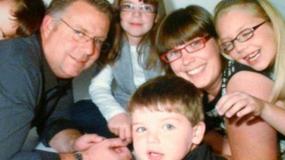 Ο μπαμπάς που έγινε μαμά: Αποφάσισε να κάνει αλλαγή φύλου και η οικογένεια του τον στηρίζει .ΕΙΚΟΝΕΣ