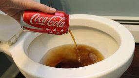 17 χρήσεις της coca cola  στο καθάρισμα που θα σας αφήσουν άφωνους !