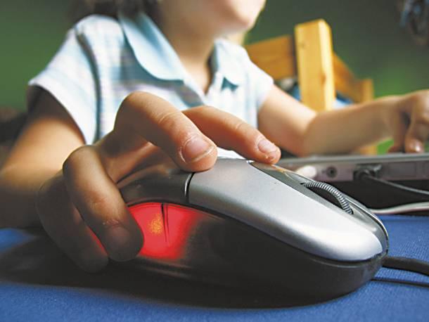 Όταν το παιδί δεν ξεκολλά από το Ίντερνετ.Ποτε πρεπει να κινητοποιηθούν άμεσα οι γονεις