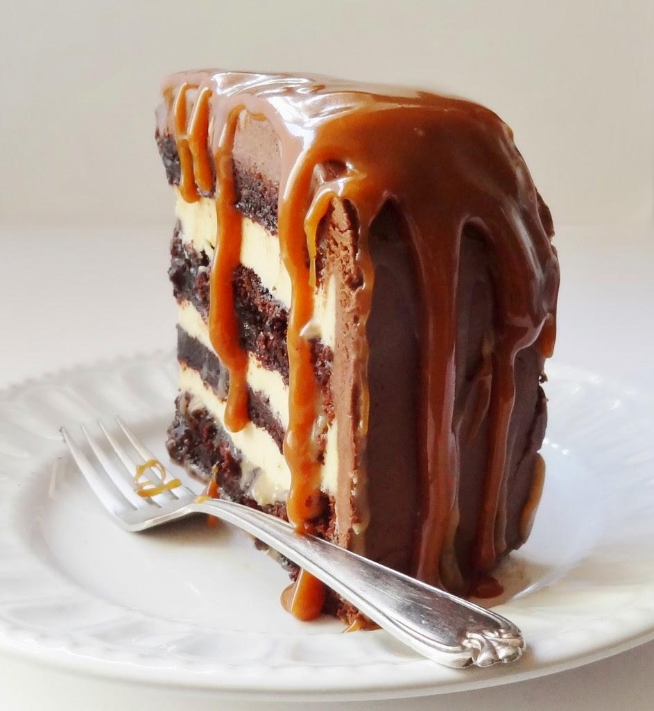 Πανδαισία γεύσεων! Τούρτα -κέικ με βουτυρόκρεμα ,ganache σοκολάτας και καραμέλα!