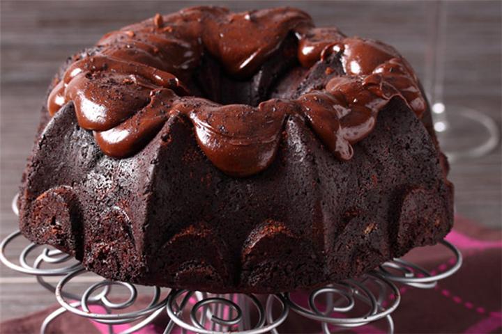 Υπεροχο σοκολατενιο και νηστισιμο κεικ με γλασο σοκολατας