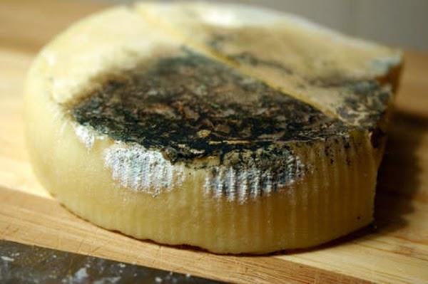 To κόλπο για να μη ξαναμουχλιασει το τυρι στο ψυγείο!