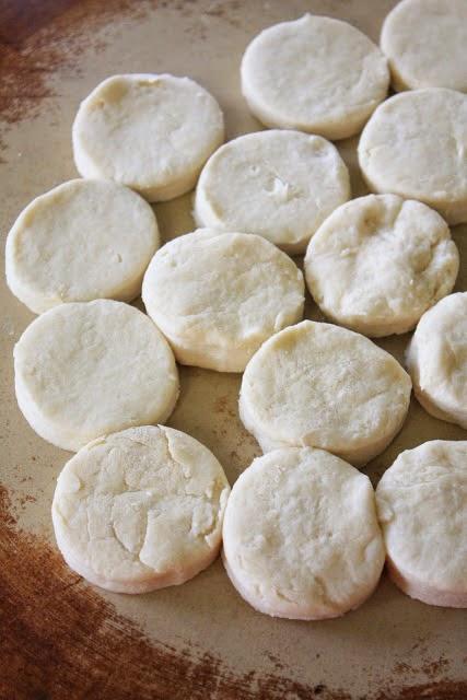 Φτιάξτε πανεύκολα ψωμάκια με δυο υλικά!!!!