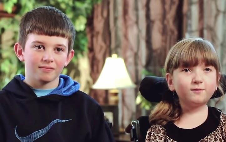 Αυτό που κάνει αυτό το αγόρι για την ανάπηρη αδελφή του είναι καταπληκτικό!!!-ΒΙΝΤΕΟ