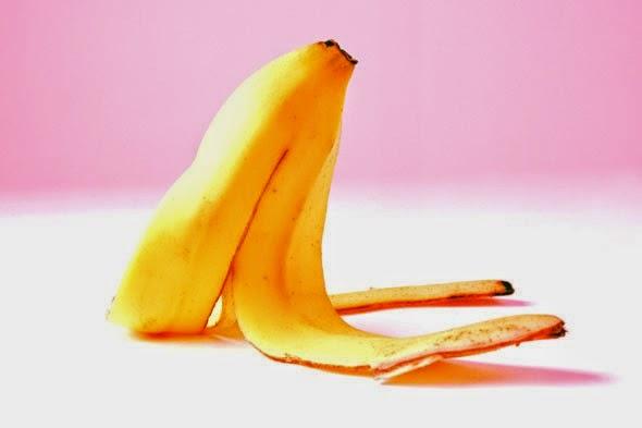 Πώς να λευκάνετε τα δόντια σας με μια φλούδα μπανάνας (Βίντεο)