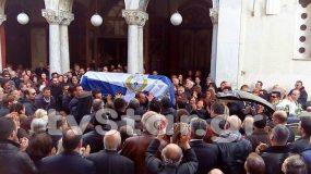 Ράγισαν και οι πέτρες στην κηδεία του Αρχιφύλακα των φυλακών Δομοκού.Συγκλονίζει ο πατέρας του αρχιφύλακα Γκαλιμάνη ΒΙΝΤΕΟ
