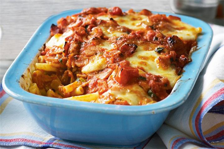 Πενες με μπεικον λουκανικο και τυρια στο φουρνο!