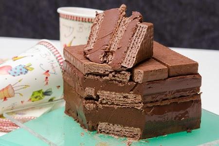 Η πιο εύκολη τούρτα που φτιάξατε ποτε με γκοφρέτες και ακόμη δυο υλικά!
