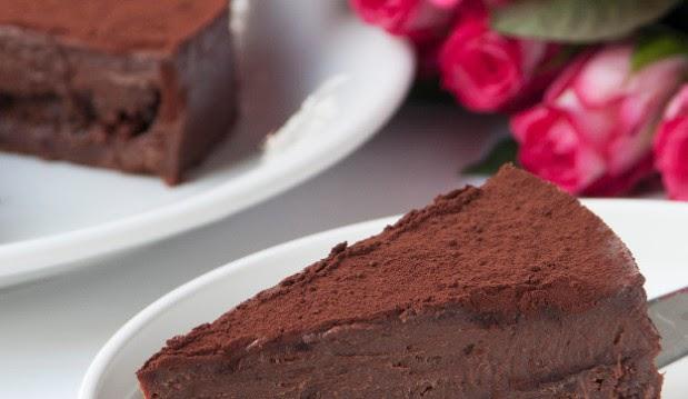 Νηστίσιμη τούρτα με σοκολάτα και ταχίνι απο το Στελιο Παρλιαρο