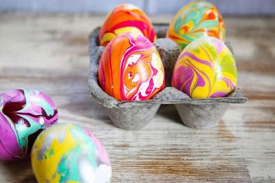 Πως να βάψετε τα πασχαλινά αυγά σας με... βερνίκι νυχιών!Δειτε το video που θα σας ξετρελανει