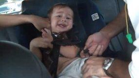 Το παιδι δεν καθεται στο κάθισμα αυτοκινήτου; Έξυπνα tips για να εξασφαλίσετε ασφαλή ταξίδια