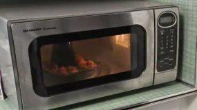 Αυτό το video πρέπει να το δεις αν έχεις φούρνο μικροκυμάτων!