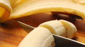 Κόβει μια μπανάνα και φτιάχνει κάτι υπέροχο!
