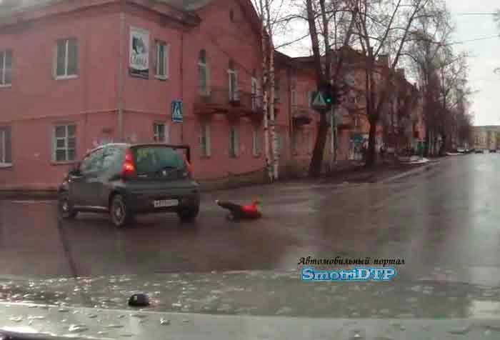 Απιστευτο!Της επεσε το παιδι απο το αμαξι!video