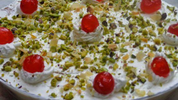 Πεντανοστιμο Γλυκό ψυγείου με μπαγιάτικο τσουρέκι και ακομη πεντε υλικα