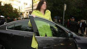 Απίστευτο επεισόδιο στην Αιδηψό από την Ζωή Κωνσταντοπούλου σε κατάσταση αμόκ: Πάρε μου το αφεντικό σου να σε απολύσει τώρα!