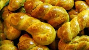 Συνταγη για νόστιμα και αρωματικά Πασχαλινά κουλουράκια της Βεφας Αλεξιαδου