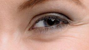 Υπάρχει λύση για τις ρυτίδες γύρω από τα μάτια και βρίσκεται σε μια μασκα με 2 υλικά που ολοι εχετε σπτι