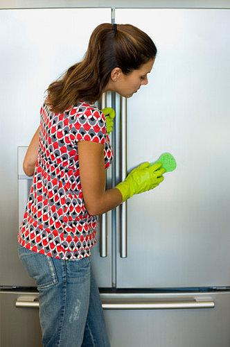 Πώς να καθαρίσετε τέλεια το ψυγείο