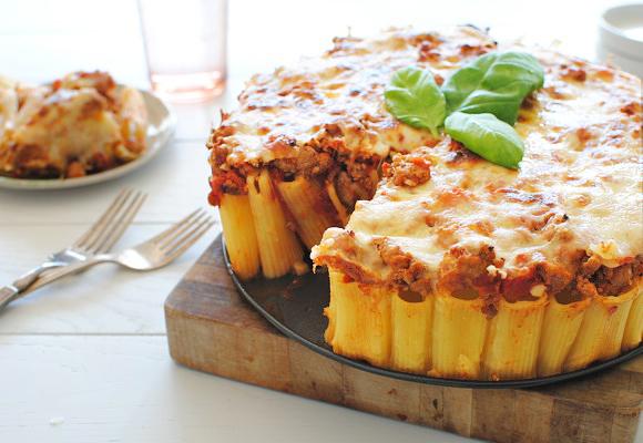 Slice the pasta pie and serve.
