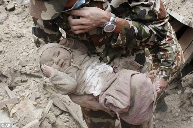 Η συγκλονιστική μαρτυρία της μητέρας του βρέφους που σώθηκε μέσα από τα ερείπια του σεισμού:Τον άκουγα να κλαίει. Ήμουν ράκος. Δεν μπορούσα να φάω ή να κοιμηθώ