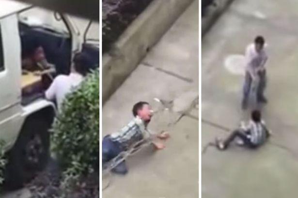 Βίντεο – σοκ: Πατέρας έδεσε το λαιμό του γιου του με σκοινί και τον τραβούσε σαν να είναι σκύλος για να τον τιμωρήσει