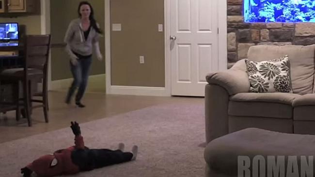 Η φάρσα που εκνεύρισε το Διαδίκτυο: Σκότωσε το παιδί του για να τρομάξει τη σύζυγο.ΒΙΝΤΕΟ
