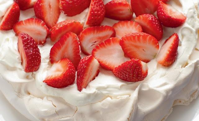 Η αυθεντική συνταγή πάβλοβα με φράουλες