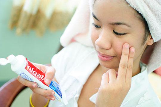 Δείτε στο video απίστευτες ιδέες για καθάρισμα με μια...Οδοντόκρεμα!