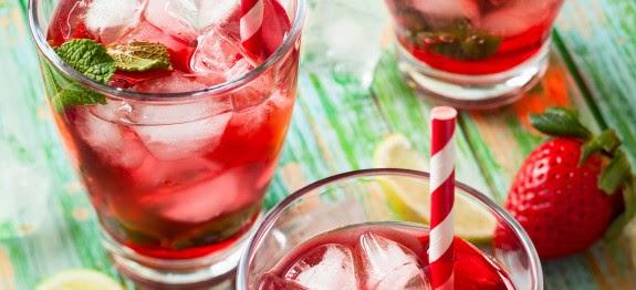 Σπιτικό αναψυκτικό με φράουλες. Δροσιστικό όσο δεν φαντάζεσαι!Τέλειο για το παιδικό πάρτυ!