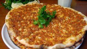 Λαχματζούν ή αλλιώς η Πίτσα της Ανατολής από την φίλη μας την Γκιούλα!