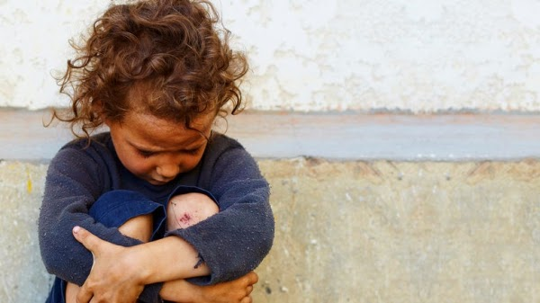 Ανατριχιαστικό Κωσταλέξι στη Λάρισα με 6χρονο κοριτσάκι! Ζούσε σε μια τρώγλη με σκουπίδια και κατσαρίδες