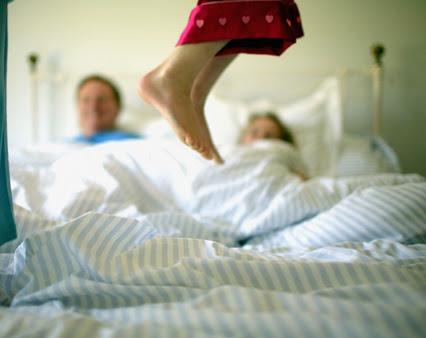 9 πράγματα που τα παιδιά προτιμούν να κάνουν αντί να κοιμηθούν