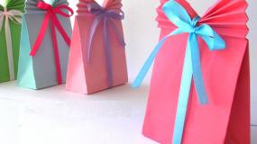 Υπέροχη ιδεα: Με ενα απλο χαρτί φτιάξτε μια σακούλα για δώρο!Δείτε το video