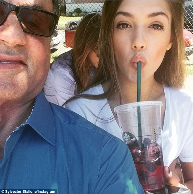 Η 16χρονη κόρη του Σταλόνε κάνει τα πρώτα της βήματα ως μοντέλο. Δείτε την με τον πατέρα της να λιώνει!