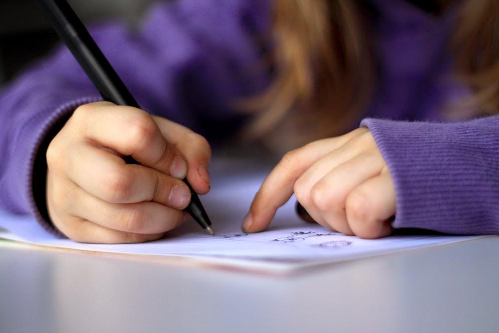 5 συνηθισμένα λάθη που κάνουν τα παιδιά όταν μαθαίνουν να γράφουν (και πώς να τα διορθώσετε)