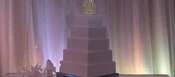 Η πιο εντυπωσιακή τούρτα γάμου που έχετε δει!Δειτε στο video γιατί