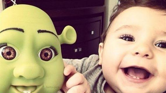 32 περιπτώσεις μωρών που μοιάζουν με τις κούκλες τους λες και είναι αδερφάκια!(PHOTO)
