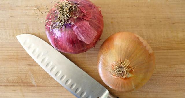 Πως να κόψετε σωστά και γρήγορα ένα κρεμμύδι