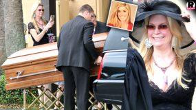 Τραγικο:Γνωστη τηλεπερσονα έβγαζε φωτογραφίες το φέρετρο στην κηδεία της κόρης της