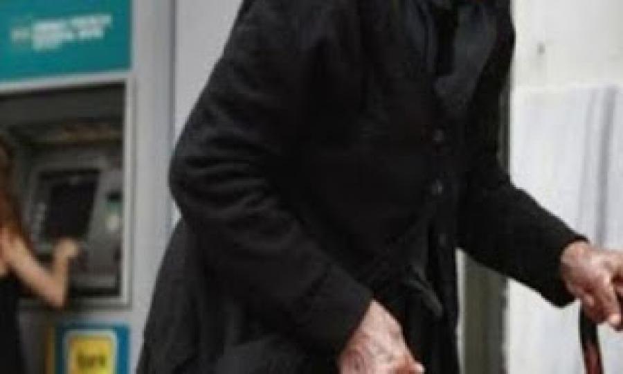 Απίστευτη ατάκα γιαγιάς σε ΑΤΜ στην Πανόρμου!