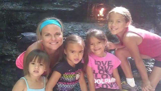 To μεγαλείο ψυχης: Μητέρα  υιοθέτησε τις τέσσερις κόρες της φίλης της όταν αυτη  έχασε τη μάχη με τον καρκίνο.