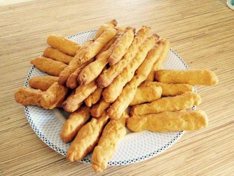 Σνακ για παιδιά:Συνταγή για κριτσίνια τυριού και καροτοκριτσίνια από την Ελένη Μακροδημήτρη