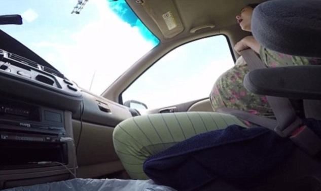 Γέννησε μόνη της στο αυτοκίνητο και ο σύζυγος κατέγραψε τα πάντα! Το βίντεο έχει γίνει viral!