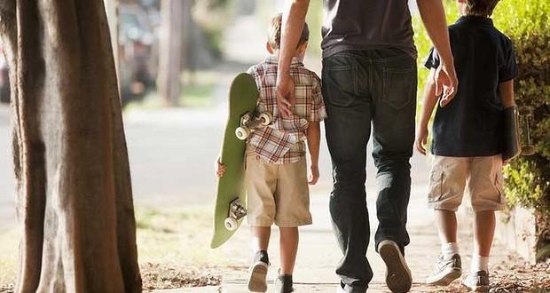 Όταν είμαι μαζί σας: Ένας μπαμπάς απολογείται στα παιδιά του