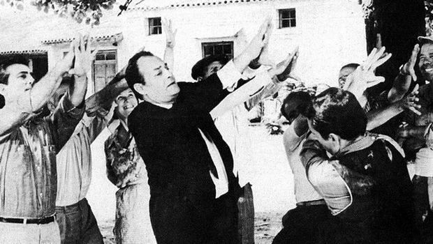 Θελώ να κράξω όλους τους Ελλήνες πολιτικούς και όλα τα κανάλια!
