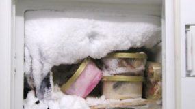 Πώς να καθαρίσετε τον πάγο από την κατάψυξη σε χρόνο μηδέν!Αυτο το κολπο δεν το ξερετε!