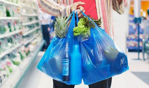 Πως να χρησιμοποιήσετε τις πλαστικές σακούλες απ'το σούπερ μάρκετ και ένα tip αποθήκευσης που θα σας πάρει τα μυαλά!